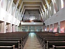 St. Ingbert Pfarrkirche St. Hildegard Innen 05.JPG