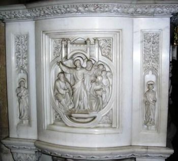 English: Carving on the marble pulpit of St St...