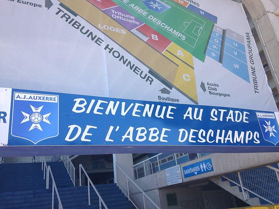 Stade de l'Abbé Deschamps (2)