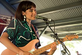 Stella Donnelly (38352255465).jpg