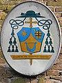 Stemma vescovile di Lucio Soravito De Franceschi su San Barnaba (Saguedo).jpg