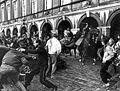Studentenprotest tegen de nieuwe wet studiefinanciering van minister Deetman. Politie te paard slaat ze van het Binnenho - SFA004000054.jpg