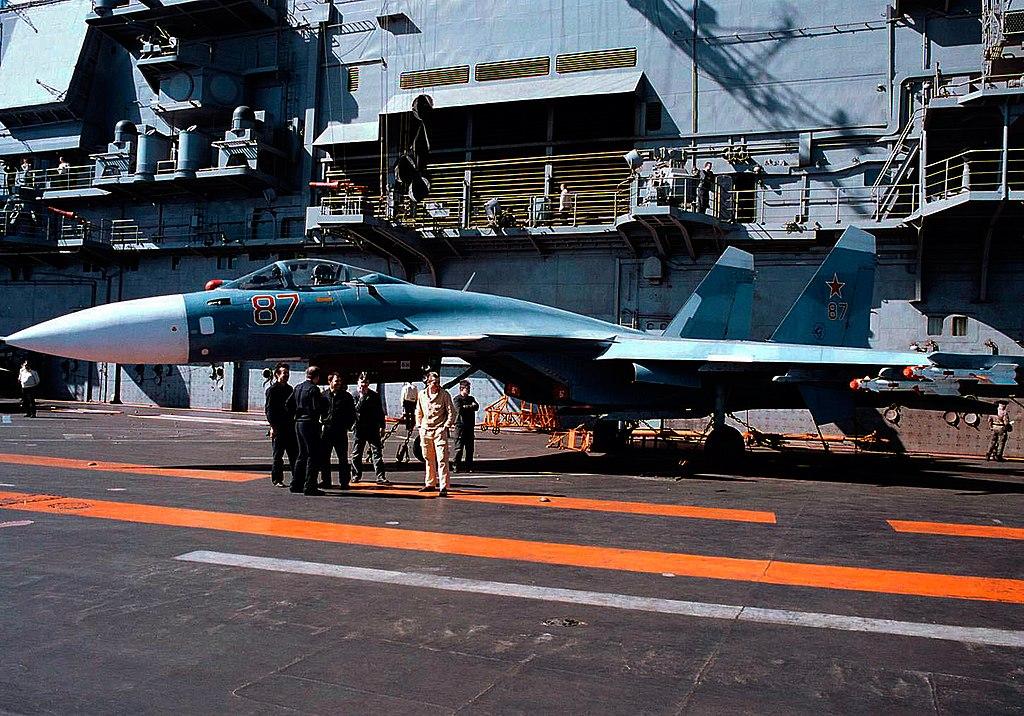 القوة البحرية الروسية تحديث الأسلحة والقواعد وتعزيز الانتشار 1024px-Su27K_%28Su33%29_DD-SD-99-06153