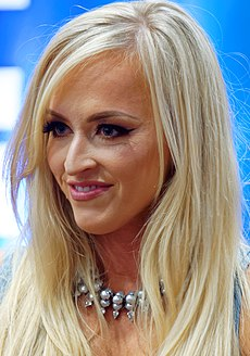 Summer Rae at WrestleMania 32 Axxess (cropped).jpg