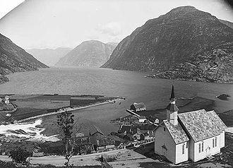 Sunnylvsfjorden - Image: Sunnylven kyrkje Lindahl