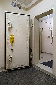 Porta blindata di un rifugio antiatomico