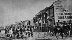 Türk süvari birliklerinin İzmire girişi.jpg
