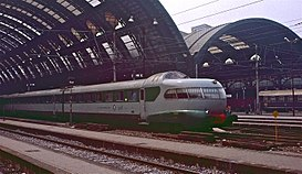 TEE Settebello arriving at Milano Centrale in 1983.jpg