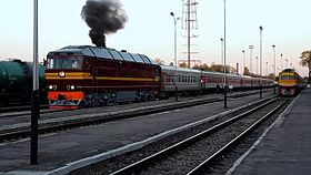 Файл:TEP70-0347 arrives and TEP70-0234 departs with train, Daugavpils.webm