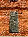 Tablica pamiątkowa na ścianie kołobrzeskiej katedry(MW).jpg