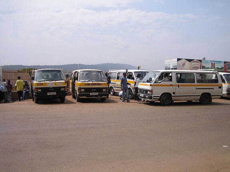 चित्र:TaxiBusesKigali.jpg