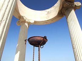 Il tempio olimpico di Giardini Naxos, eretto nel 1960 per onorare la fiaccola olimpica diretta a Roma