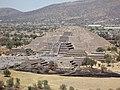 Teotihuacan visto desde la Pirámide del Sol 1.jpg