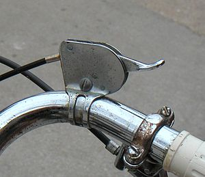 Hub gear - Traditional 3-speed thumb-lever shifter.