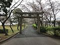 Torii on sando of Tokiwa Shrine in Tokiwa Park.jpg
