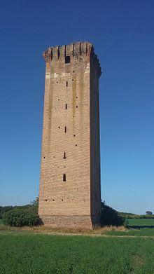 Torre di Tieni, torre difensiva e doganale, eretta dagli Estensi in difesa dagli attacchi dei Veneziani