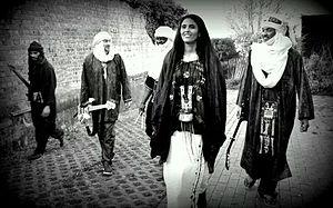 Toulou Kiki - Image: Toulou Kiki avec son groupe Kel Assouf 2014 04 26 18 05