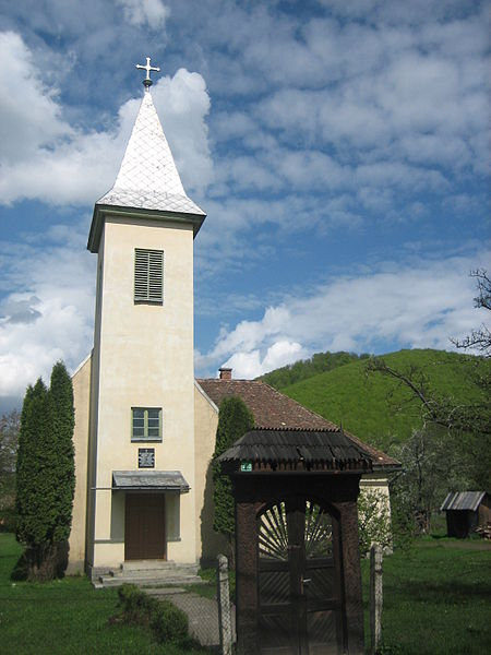 File:Tower of the Roman Catholic church in Vármező.jpg