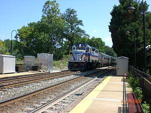 Kensington station (Maryland) - Image: Train approaching Kensington MARC Station