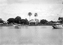 Tropenmuseum Royal Tropical Institute Objectnumber 10020803 Zicht op het Surinaamse Groningen van.jpg