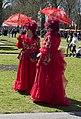 Tweeling in het rood, Elfia 2013 Haarzuilens (8700187676).jpg