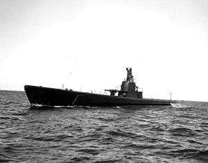 Raton (SS-270) during trials in Lake Michigan, 1 July 1943.