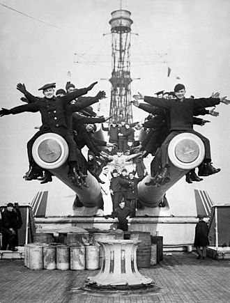 USS Texas (BB-35) - Crewmen of Texas pose for a picture on top of one of the turrets' main battery guns, 1918