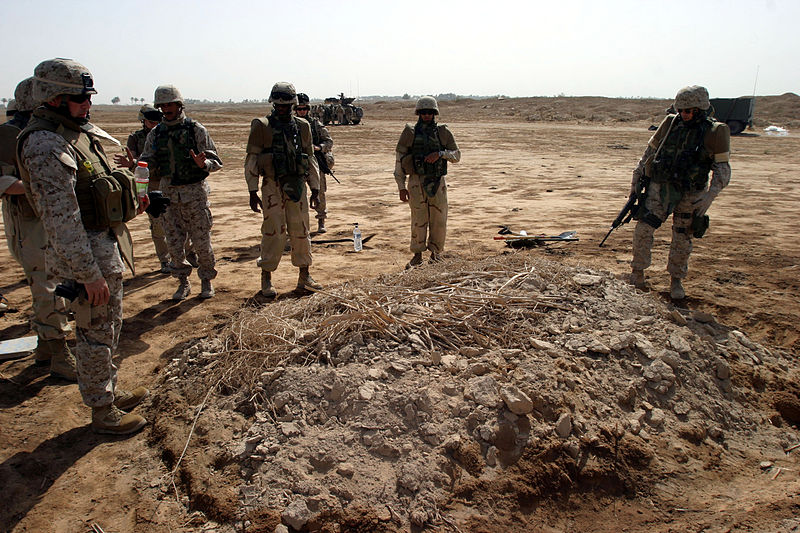 File:US Navy 050706-M-4314O-003 Several Naval Criminal Investigation Service (NCIS) agents dig through a grave of an Iraqi citizen, killed approximately seven months ago.jpg