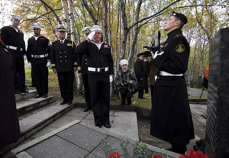 File:US Navy 100907-N-7638K-324 Fire Controlman 2nd Class Justin Sanders salutes Soviet sailors lost at sea while protecting American merchant marine sh.jpg