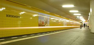Borsigwerke (Berlin U-Bahn) - Platform with incoming train