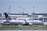 United Boeing 737 N-78524, departing, SFO runway 1L or 1R (26804192360).jpg