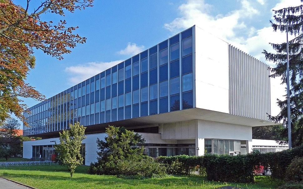 Universitätsinstitut Königin-Luise-Str 12-16