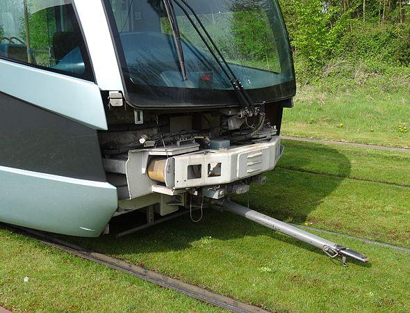 Valenciennes & Anzin - Déraillement de la rame de tramway n° 17 à la sortie du dépôt de Saint-Waast le 11 avril 2014 (016).JPG