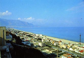 Alcamo Marina - An old panoramic view of Alcamo Marina, before property speculation and unauthorized building phenomenon reached the peak, reducing the width of the beach.