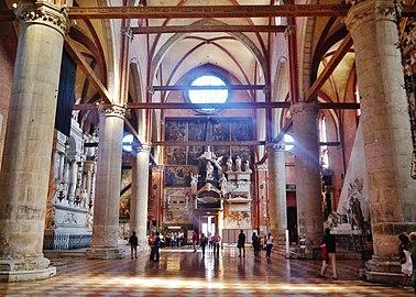 Venezia Basilica Santa Maria Gloriosa dei Frari Innen Langhaus Ost 1.jpg