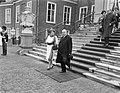 Vertrek Scharf van Paleis Huis ten Bosch Koningin Juliana en dr Scharf op de , Bestanddeelnr 912-5064.jpg