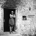 Vhod v hišo; na steni venec Sv. Ivana, Orehek 1954.jpg