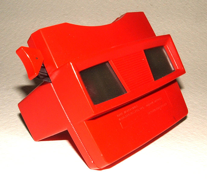 Image from Wikicommons, A GAF View-Master Viewer Model G red