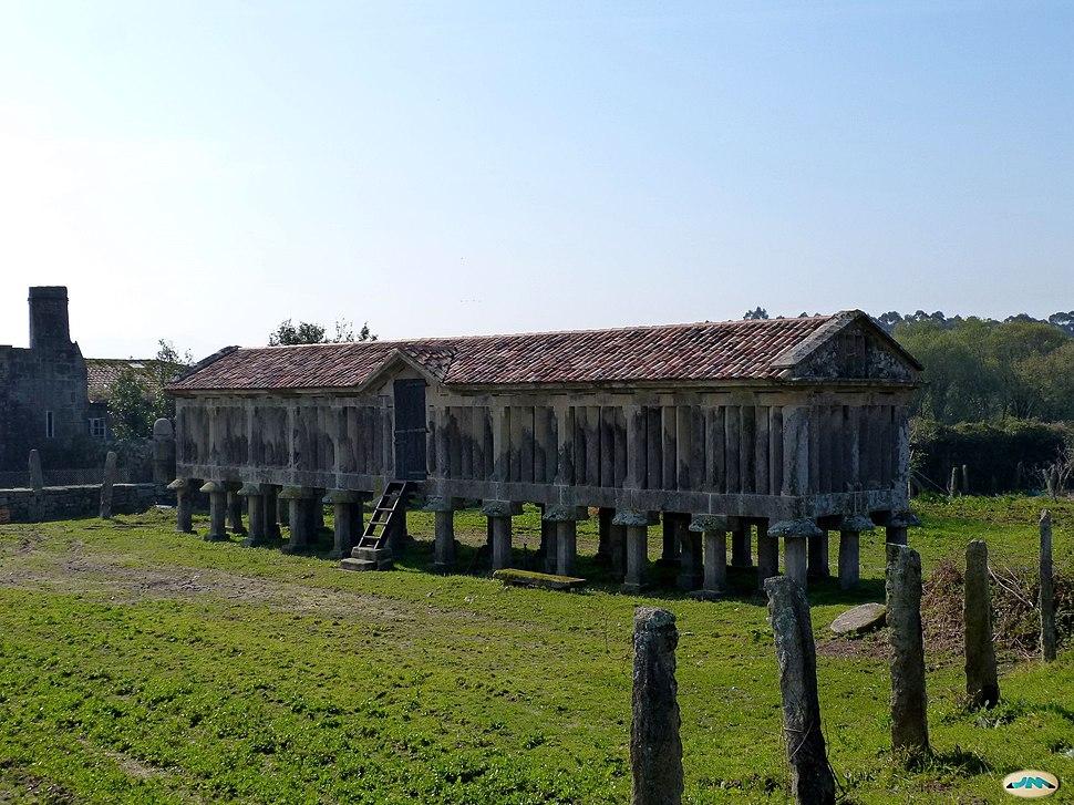 Vilaboa-Hórreo de la rectoral (13421332635)