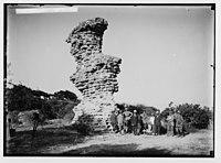 Visiting ruins of Ascalon. Group among the ruins. LOC matpc.02298.jpg