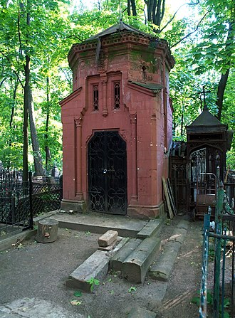 Vvedenskoye Cemetery - Image: Vvedenskoye Red crypt 01