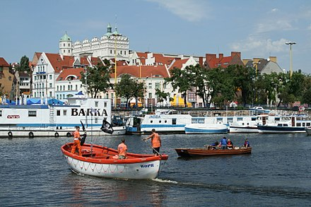 The Oder in Szczecin, Poland, flows along the banks of the Old Town and the Ducal Castle WOPR, Barka i Zamek Ksiazat Pomorskich.jpg