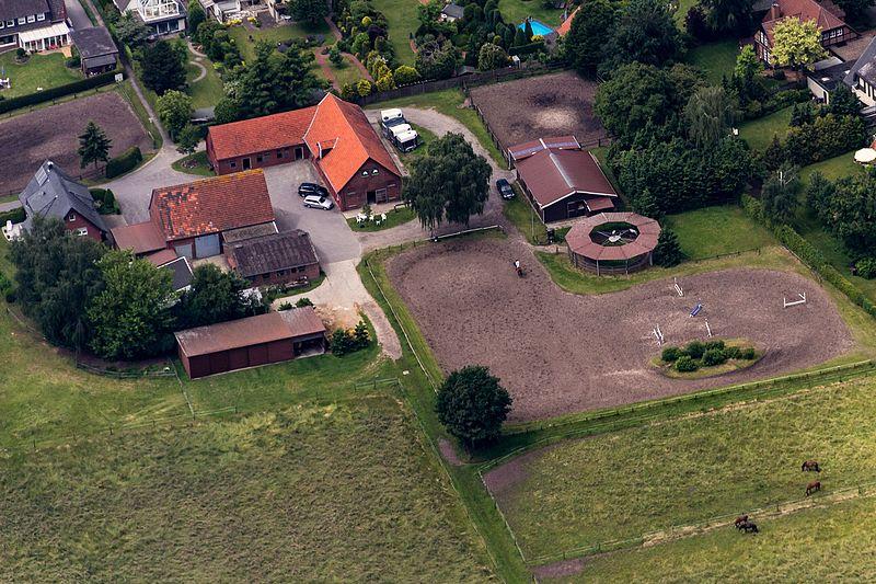 File:Warendorf, Reitanlage Josephshof -- 2014 -- 8591 -- Ausschnitt.jpg