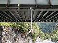Warneinrichtung vor Muren und Lawinen an der Glongtobelbrücke der Arlbergbahn.jpg