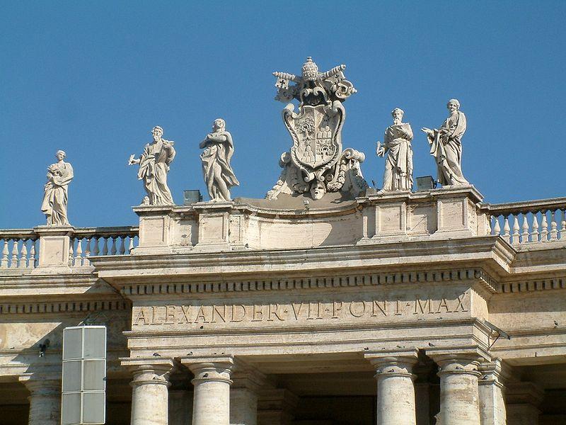 Plik:Watykan kolumnada Berniniego detal attyki.JPG