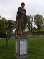 Wien - Steinhof - aus Oberdöbling stammende Maria-Theresien-Statue.jpg