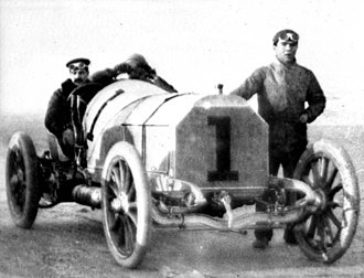William Kissam Vanderbilt II - Vanderbilt and his powerful Mercedes at Daytona (1904). Courtesy Florida Photographic Collection