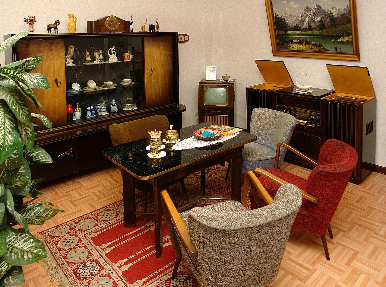 File wohnzimmer 1950er jahre gehobene technische ausstattung jpg wikimedia commons - Manner wohnzimmer ...