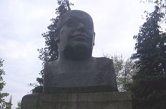 Oskar R. Lange - Oskar Lange monument at the Wrocław University of Economics