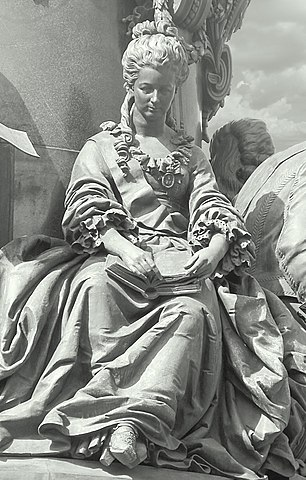 Дашкова Е. Р. (фрагмент памятника Екатерине Великой)